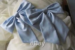 Bed crown canopy with bows