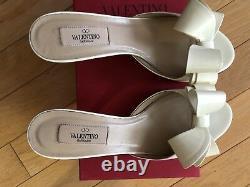 Splendid VALENTINOmodel mules bow patent leather witha beautiful bow US 37.5