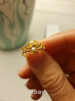 Yellow Gold Ring with 2 little pearls. 96.5% Gold 23k. Size L
